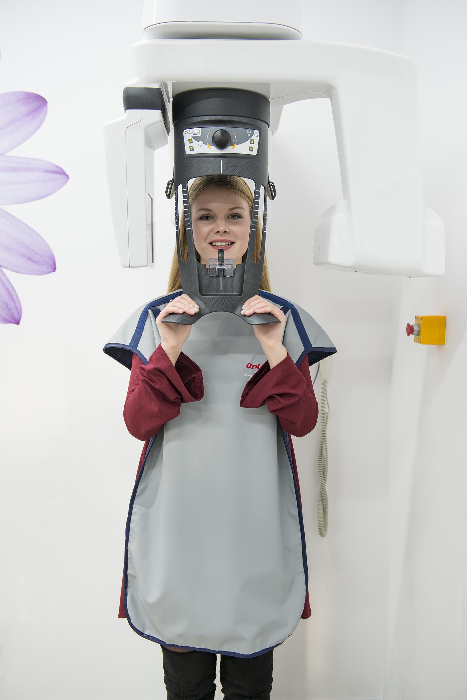 Pacjentka przed zabiegiem wstawienia implantu.